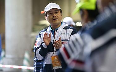 【2015】出走記念タオル渡しでのランナー誘導の様子