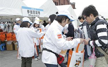 【ランナー受付】参加賞配布の様子①